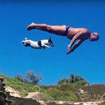 Titti, el Jack Russell que se lanza al mar desde las rocas